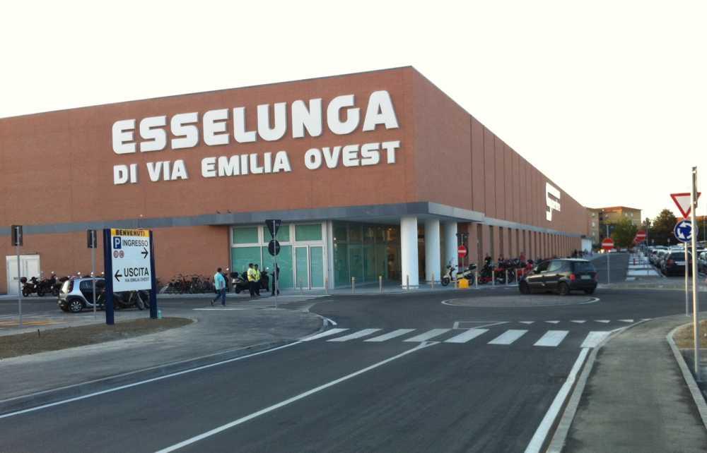 Esselunga denunciata 42enne che tenta il furto di for Supermercati esselunga in italia