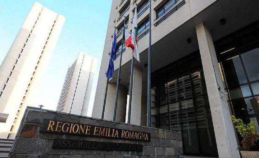 Ok a reddito di cittadinanza: 400 euro al mese per 35mila famiglie