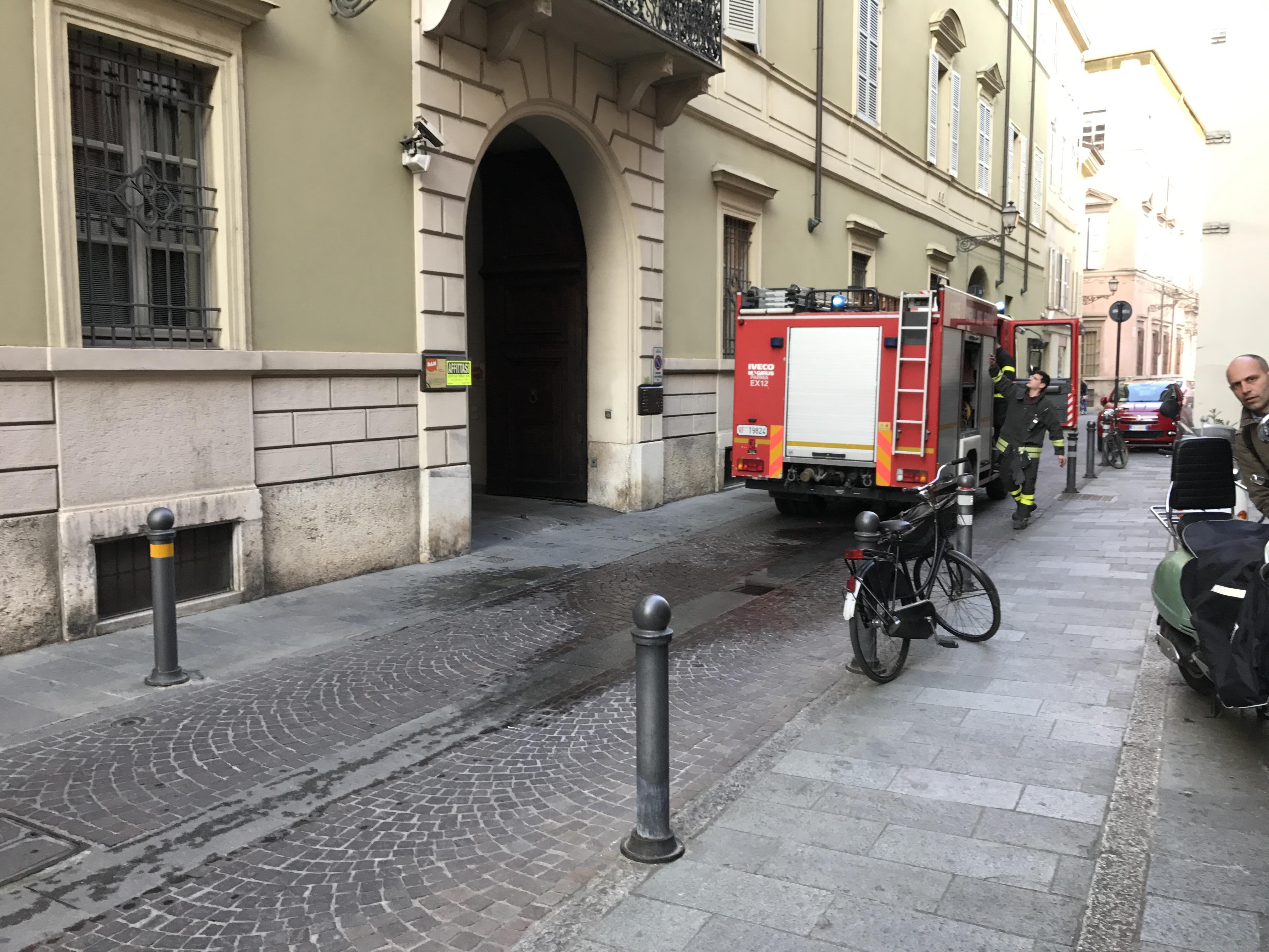 Cronaca di Roma. Incendio in un appartamento in via Costantino