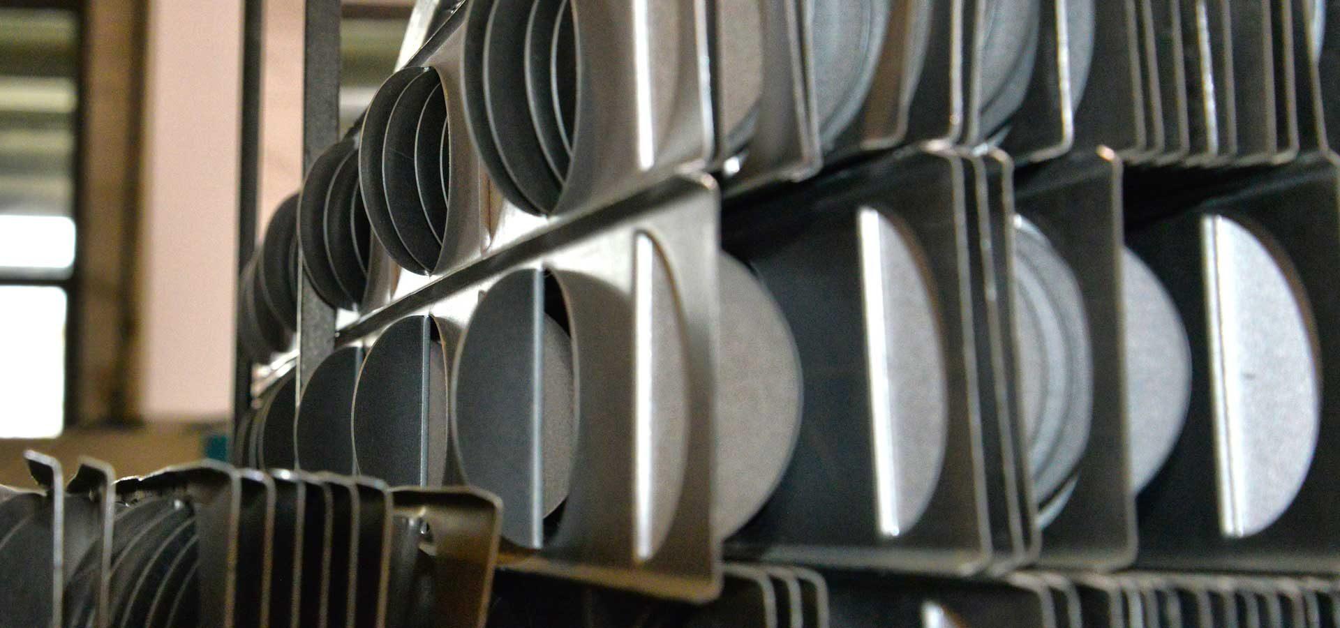 Azienda nuova pellizzoni ladri portano via 400 kg di for Prezzo acciaio inox al kg