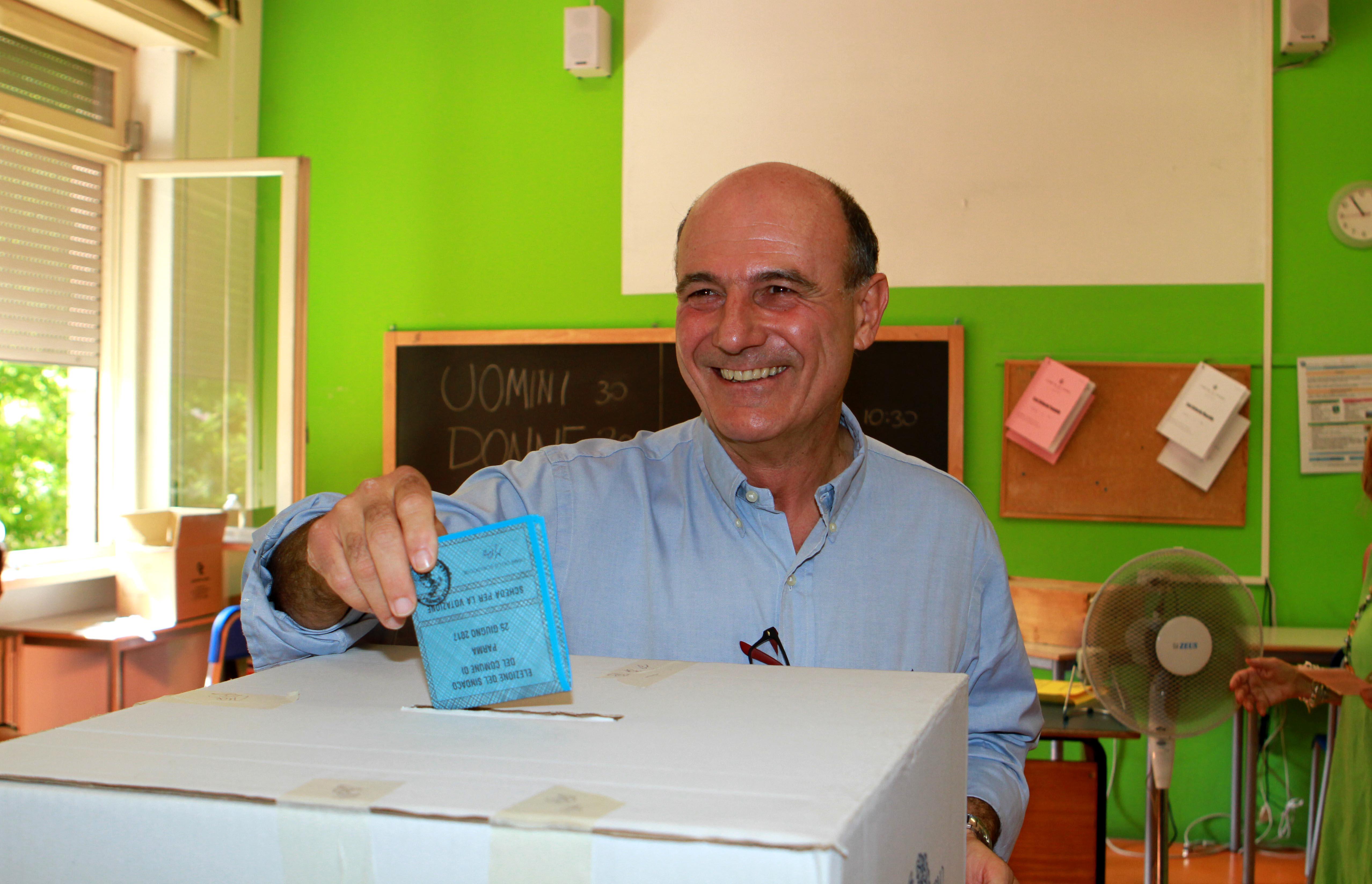 Exit poll ballottaggi, a Genova avanti il centrodestra, Pizzarotti vince a Parma
