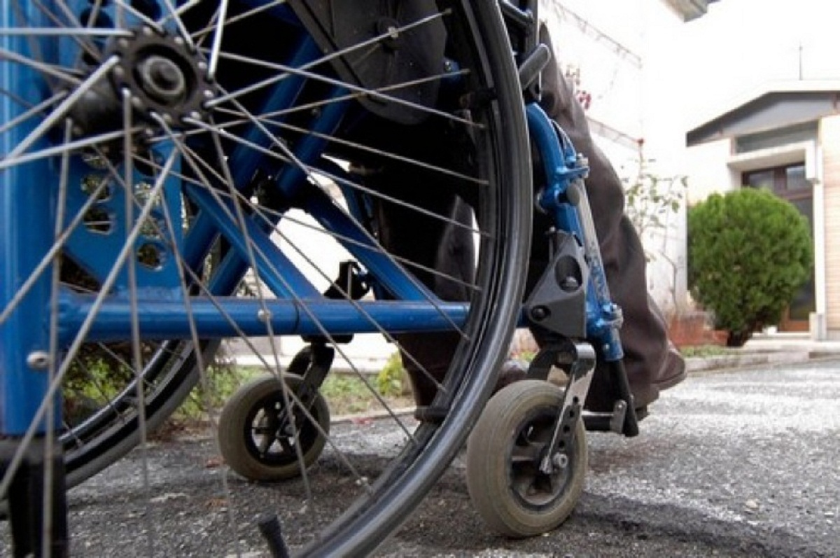 Sedie A Rotelle Torino : Sfida di anmic accettata giro in sedia a rotelle per pizzarotti e
