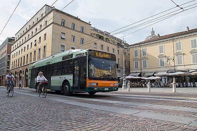 Parma, autista bus aggredito a calci e pugni da un immigrato