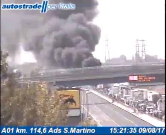 Riaperto tratto Terre di Canossa-Parma chiuso per camion in fiamme