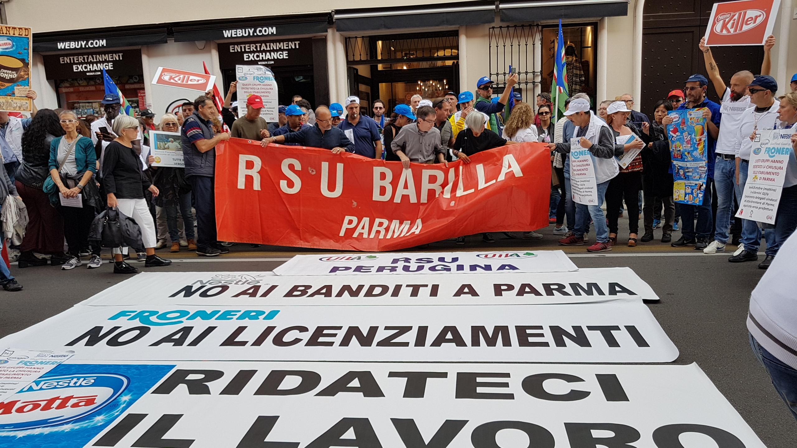 Parma, massiccia adesione al corteo contro la chiusura della Froneri