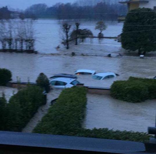 Straripa il fiume Enza: mille persone evacuate
