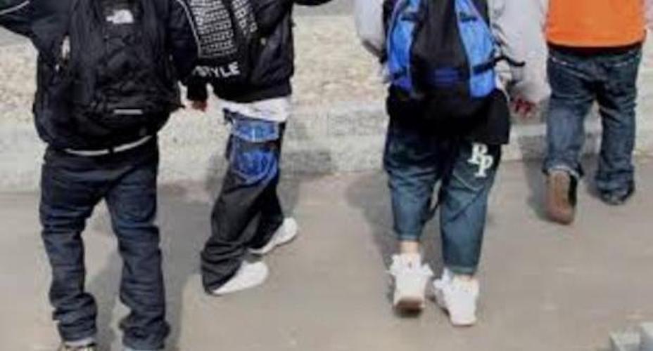 Baby gang a Napoli, ragazzo di 10 anni accoltella una 15enne