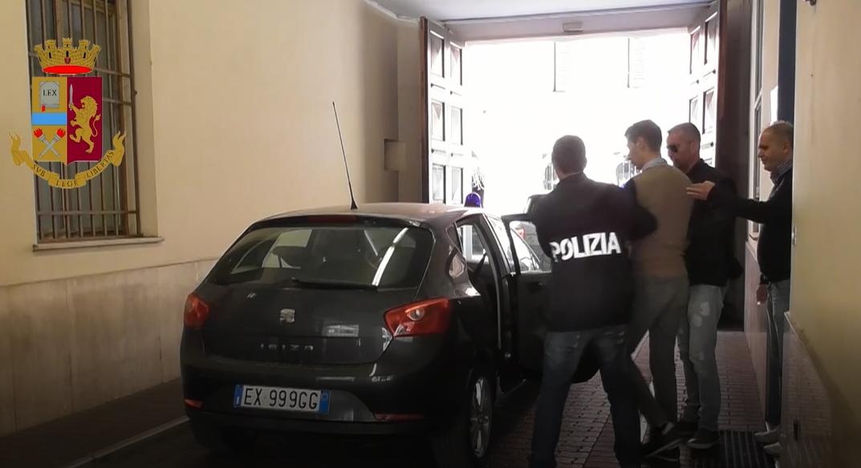 I fantasmi del greto polizia smantella banda dello spaccio di coca eroina e hashish lungo il - Spaccio mobili milano ...